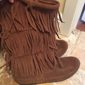 Minnetonka 3-Layer Dusty Brown Fringe Boots